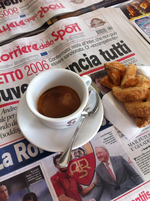 Typisk italiensk cykelfrukost två timmar och sju mil in på träningen