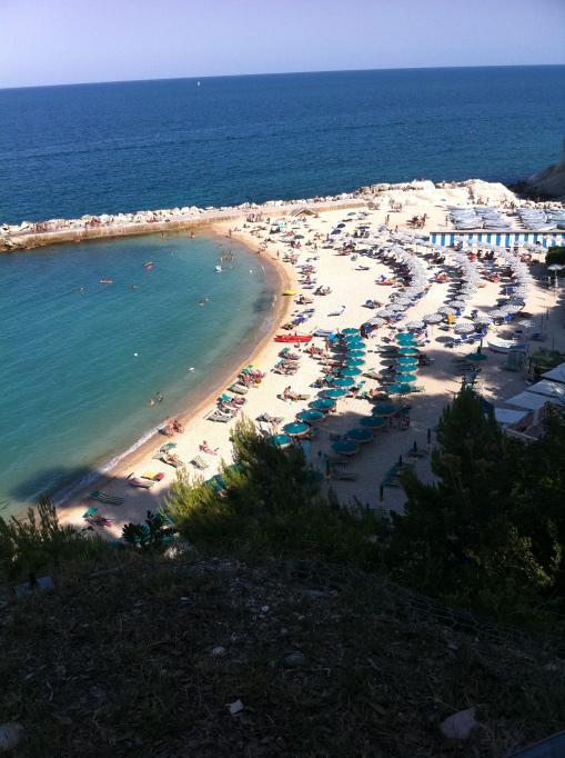 Typisk italiensk strand i Sirolo.
