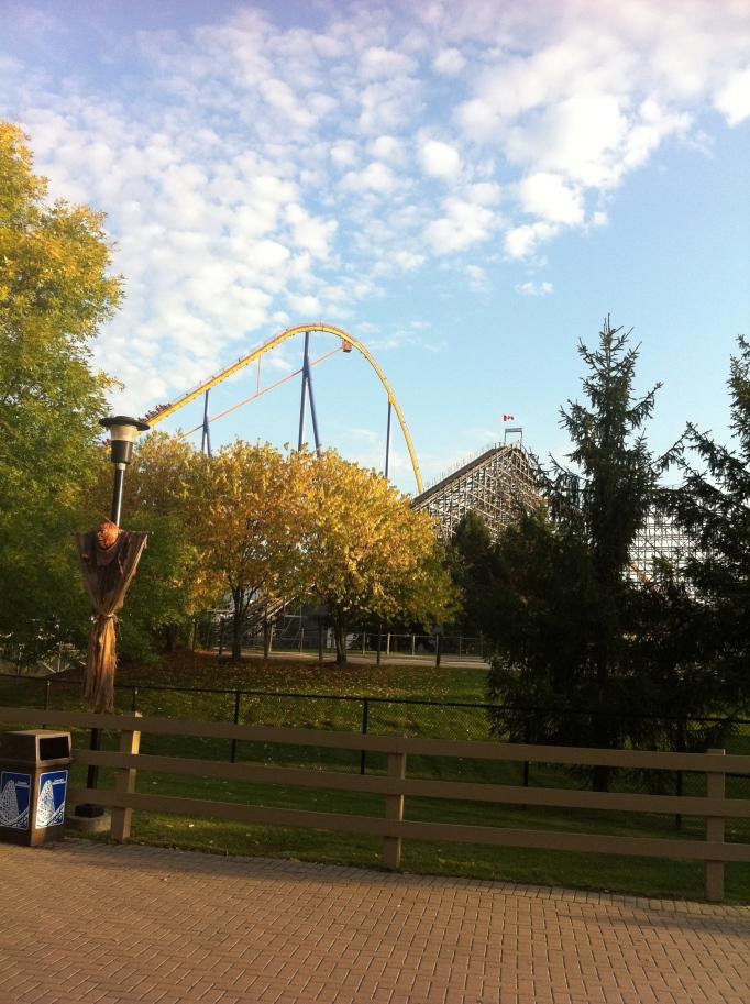 Canadas Wonderland och en vy över den sinnessjukt snabba och branta rollercoastern Behemoth! Elin tvingade mig att åka:)