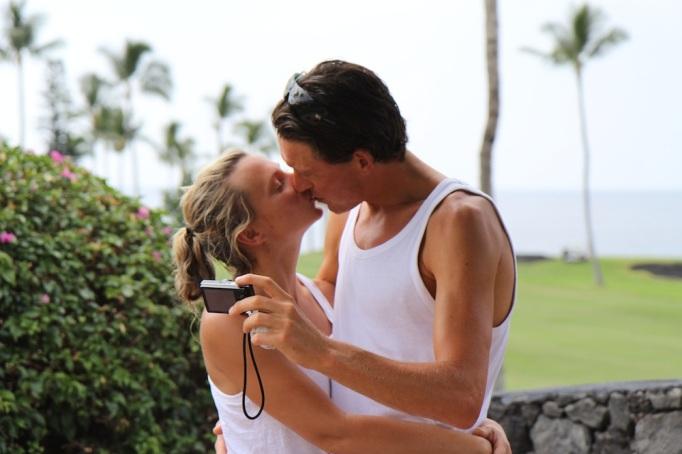 När vi pussas så fotar vi alltid det. Och så fotar Jojje oss. För säkerhets skull.