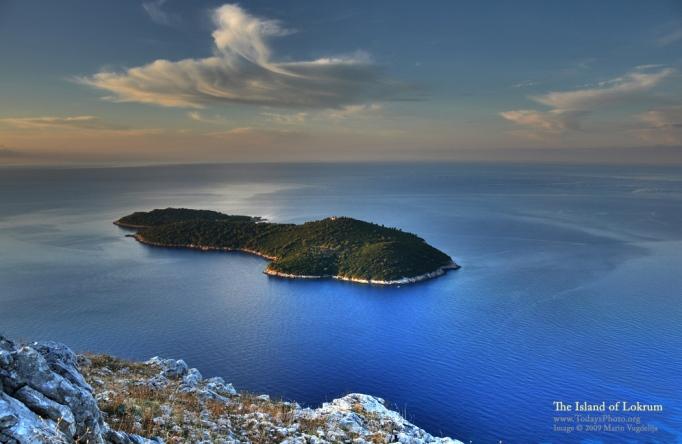 Ön Lokrum. Dubrovnik ligger alldeles nedanför och till höger i bild. My swim of choice!